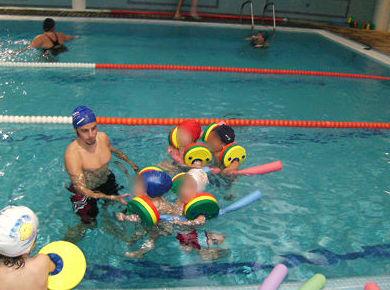 Clases de natación, ejercicios en grupo