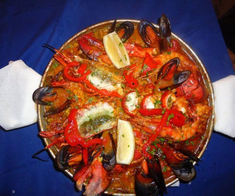 Paella de marisco en Sant Martí, Barcelona