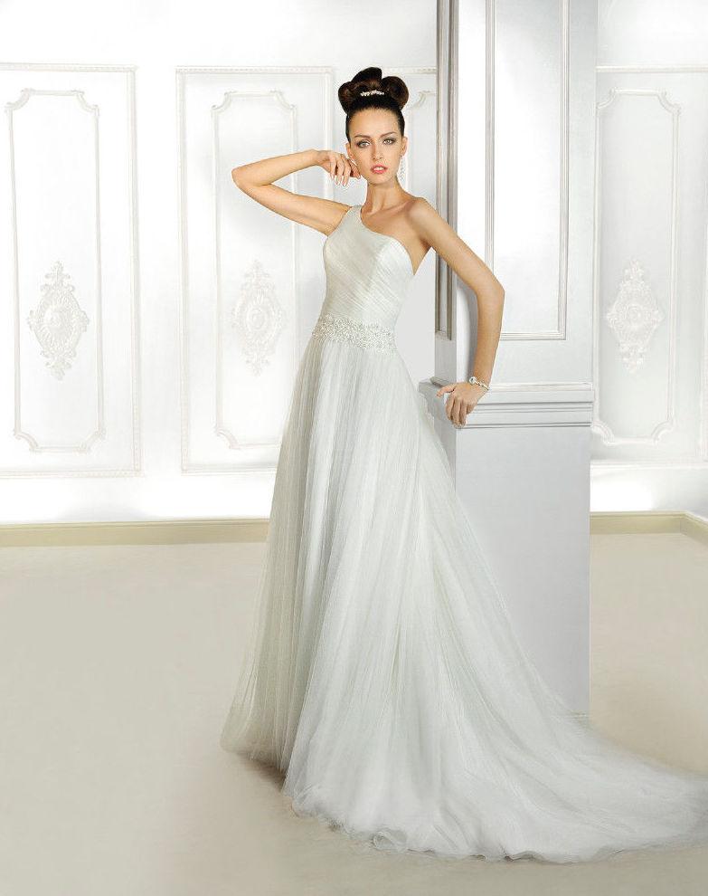 colección cosmobella: vestidos de novia y otros de lorena rubio