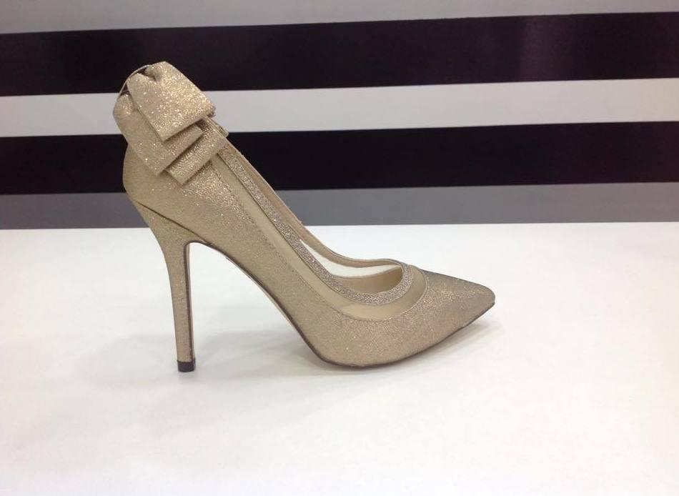 Bolsos y zapatos: Vestidos de novia y otros de Lorena Rubio Vistiendo Sueños