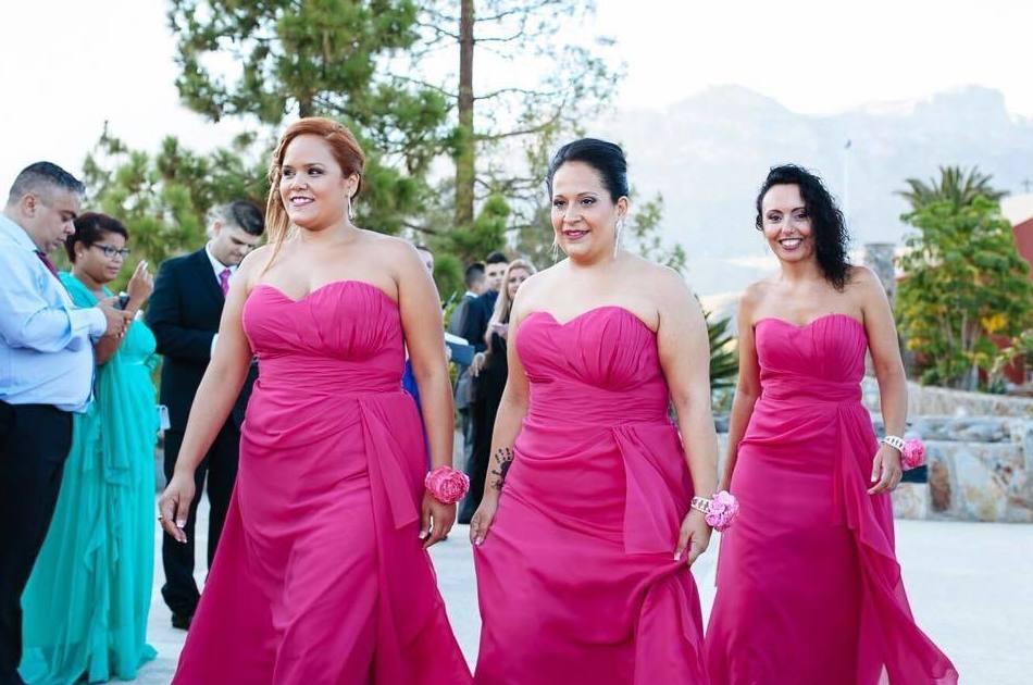 Vestidos para las damas: Vestidos de novia y otros de Lorena Rubio Vistiendo Sueños