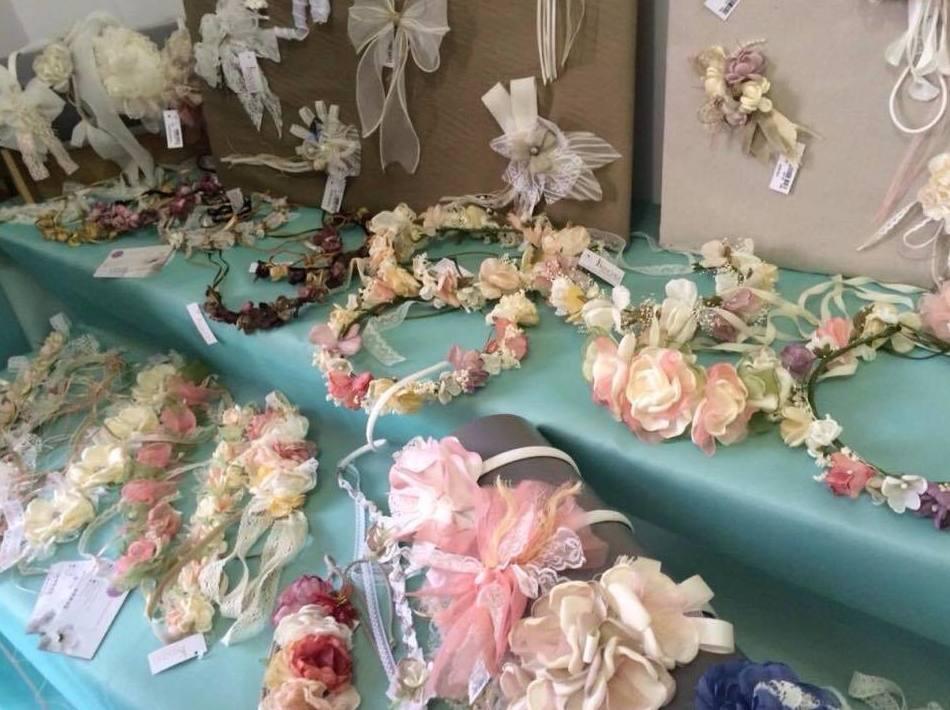 Tiaras y adornos: Vestidos de novia y otros de Lorena Rubio Vistiendo Sueños