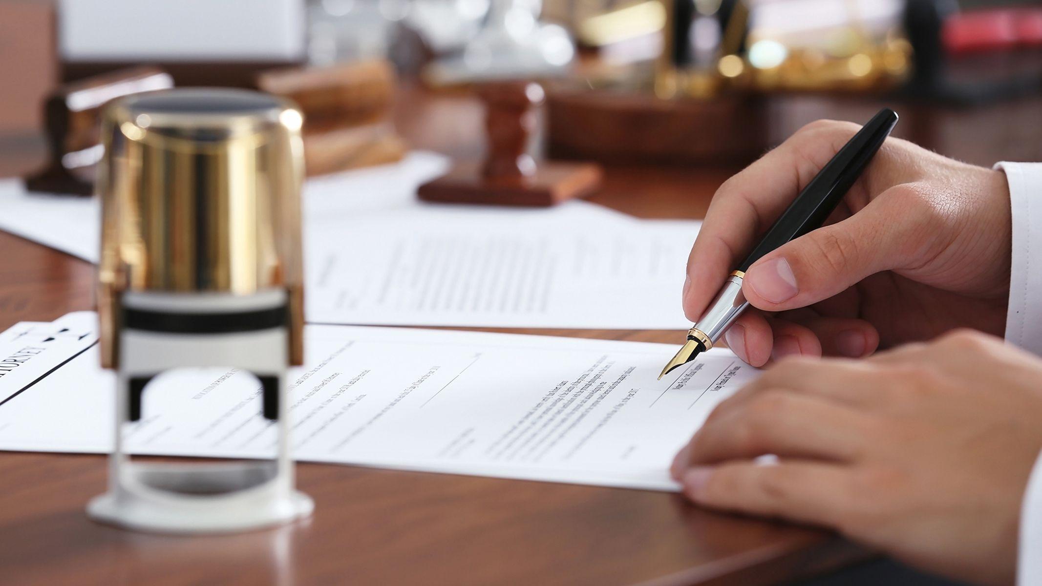 Todo tipo de contratación civil y mercantil