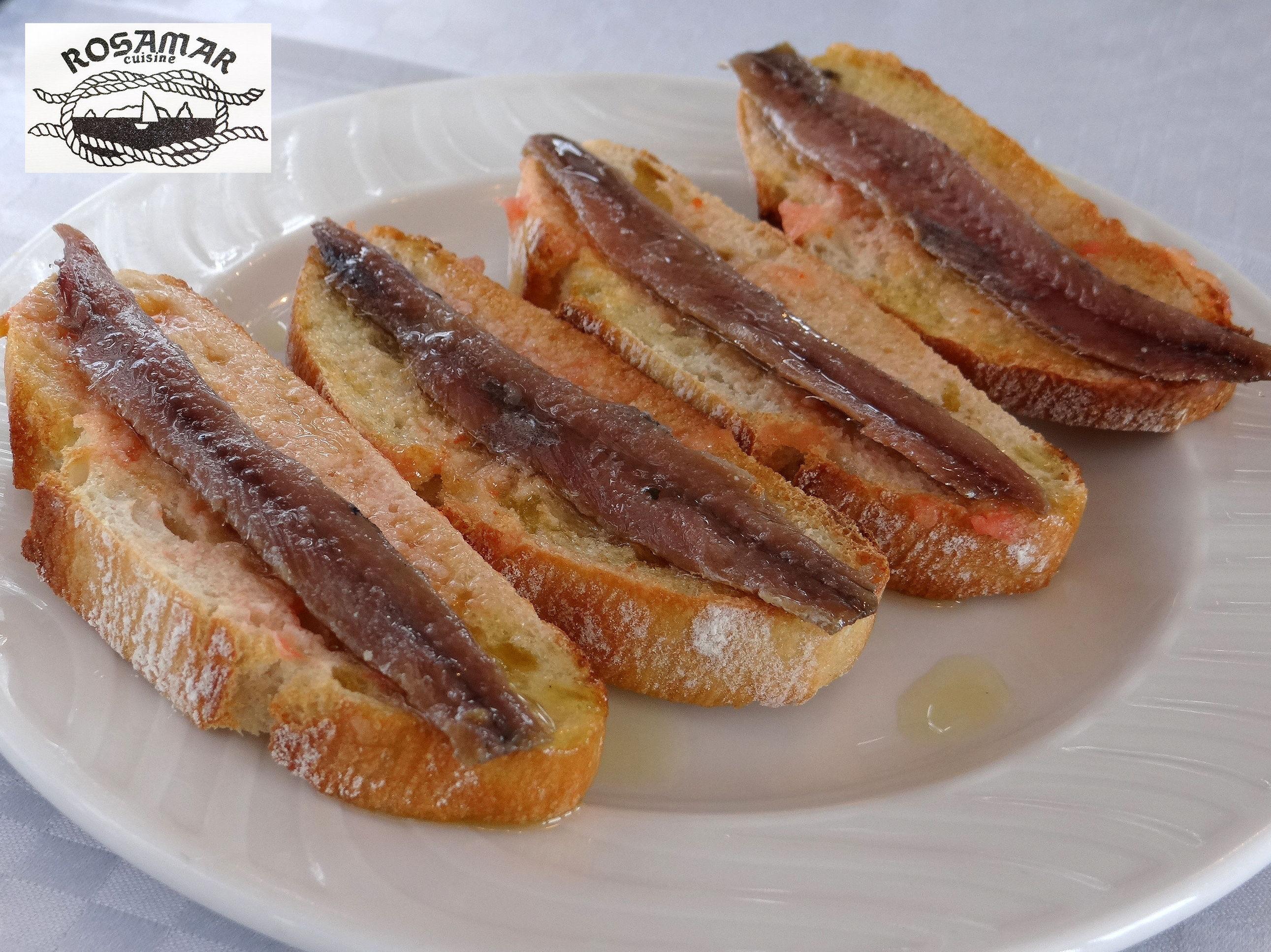 Torradas con tomate y anchoas