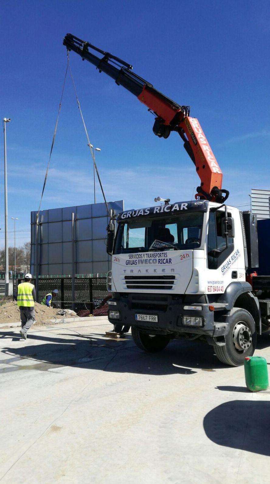 Foto 4 de Efectivos servicios de alquiler de grúas para obras en Torrejón de la Calzada | Grúas Ricar