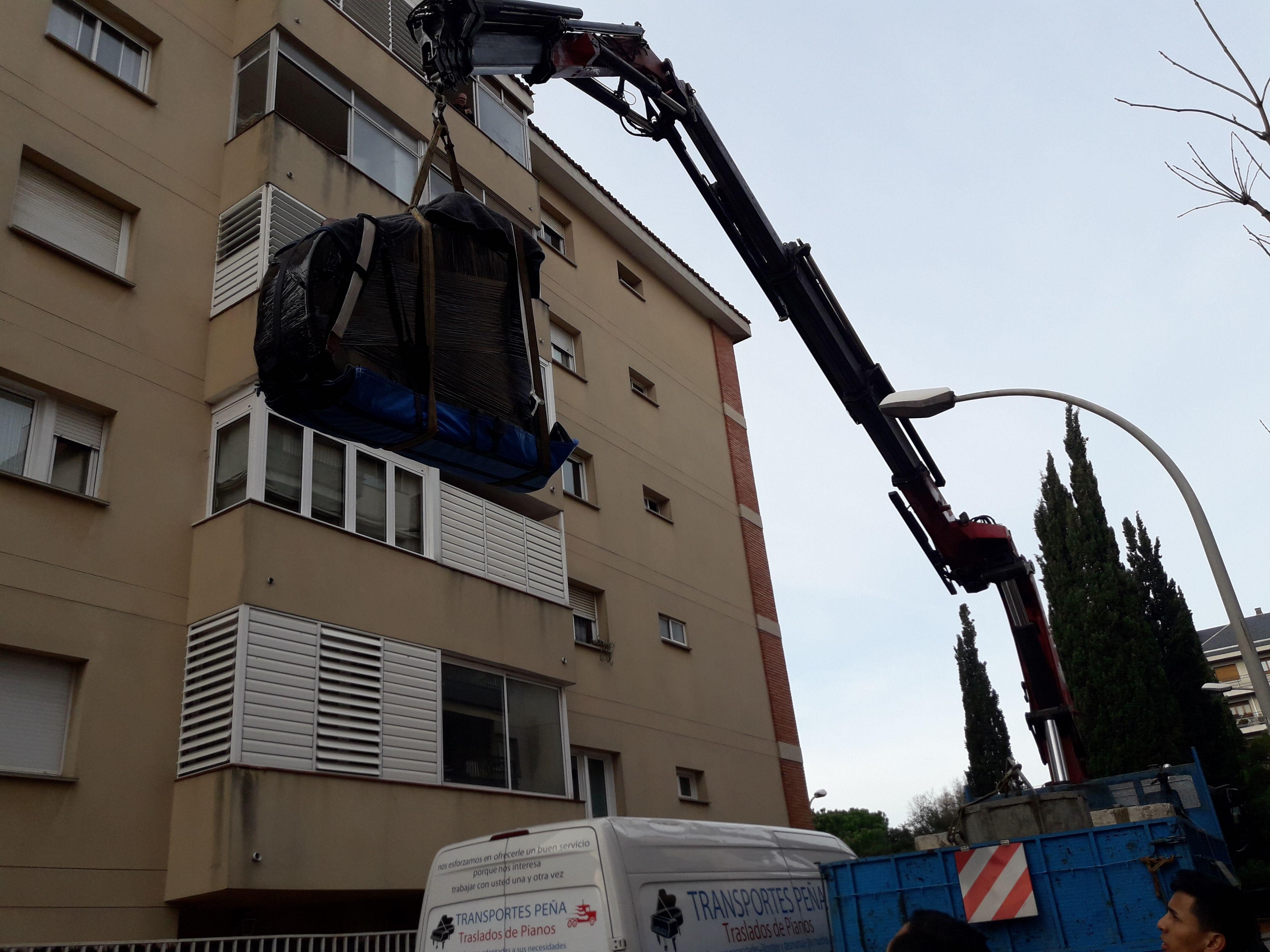 Traslado de pianos con elevador en Castelldefels