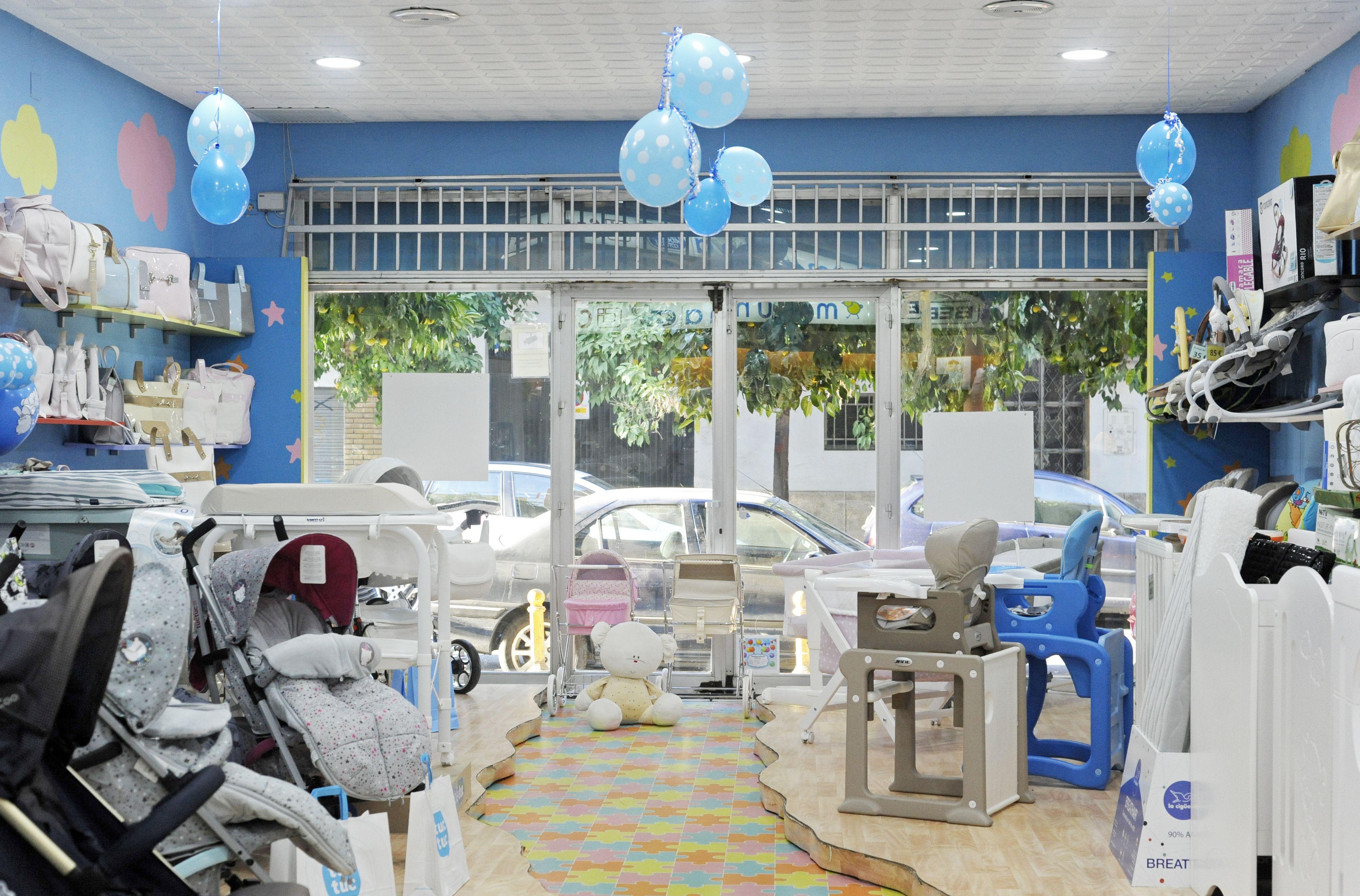 Interior de la tienda de bebés en Sevilla