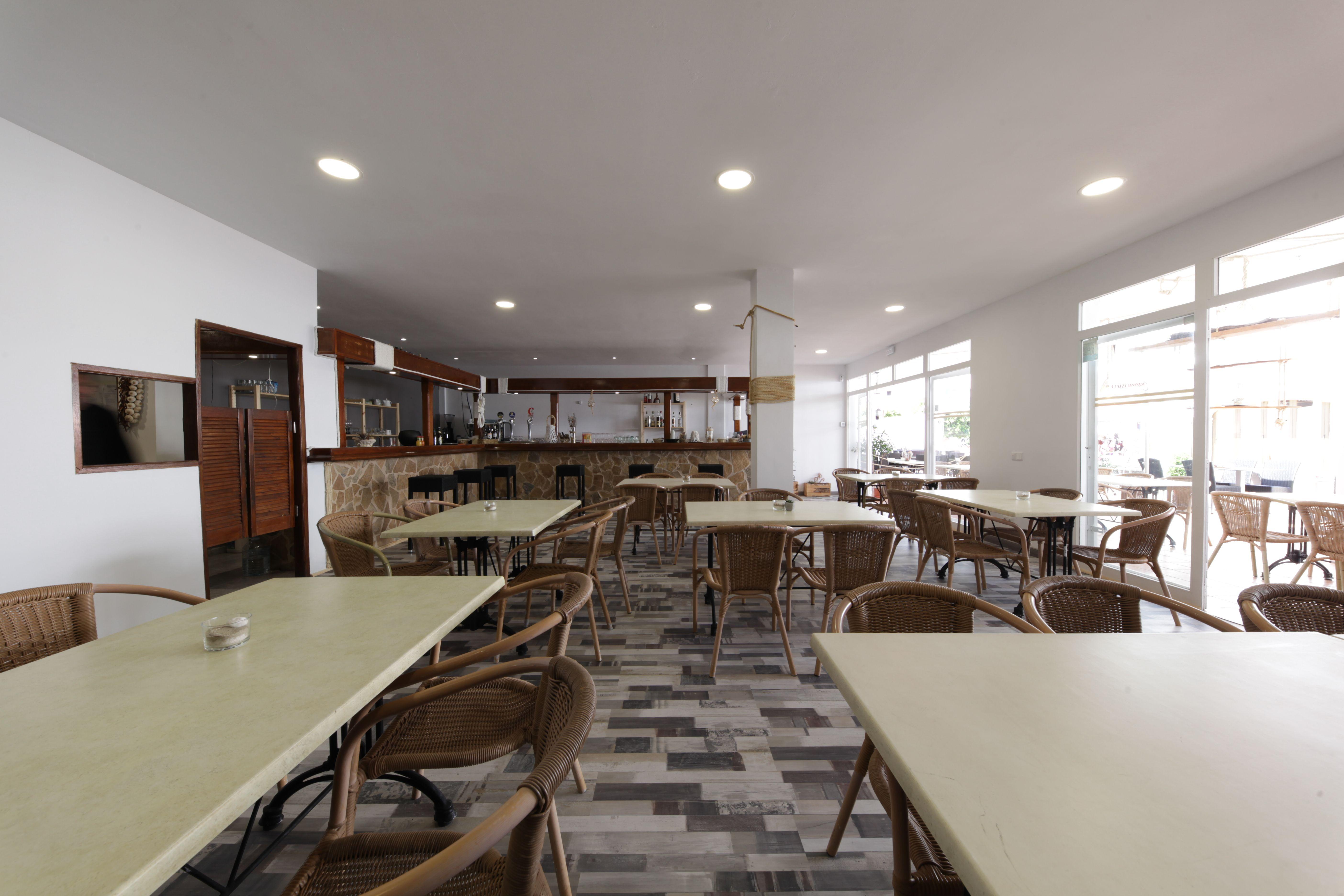 Interior dining tables Ristorante La Nassa