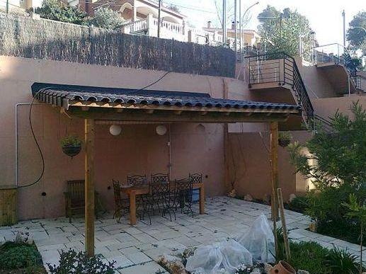 Pérgolas. Mobiliario jardín: Productos y servicios  de Fusteria Roglan Andreu