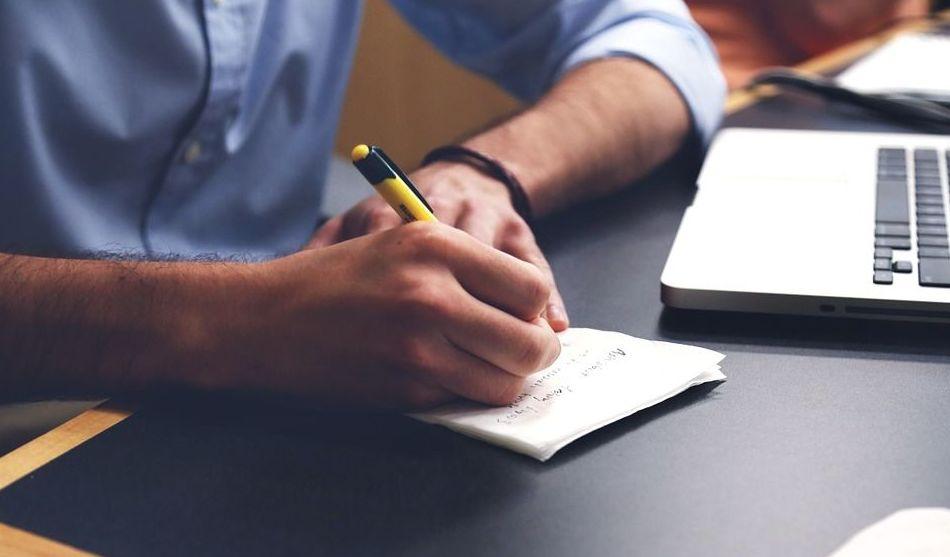 Selección de personal para empresas por la escritura: Servicios de INMACULADA ALBIR DOMINGUIS