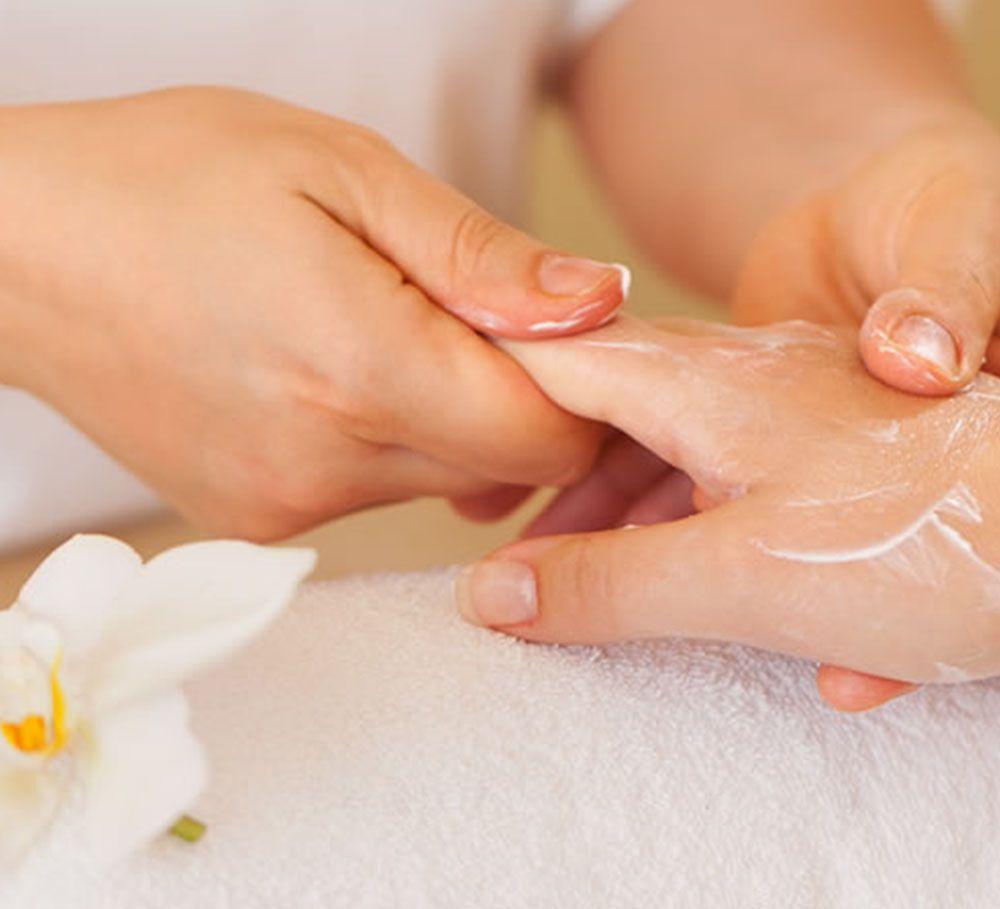Tratamiento Spa de manos: Servicios de Peluquería Cristina