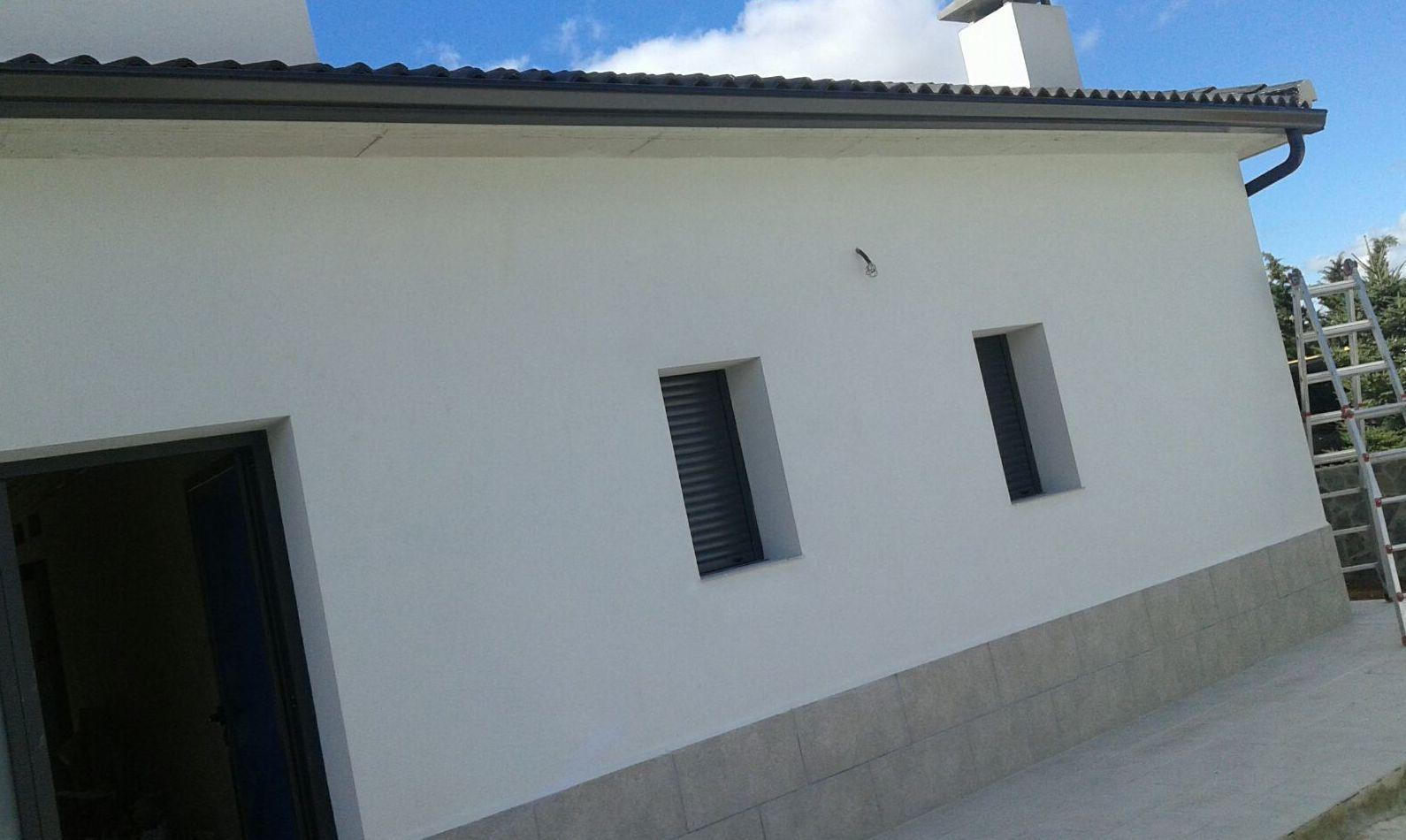 Trabajos en fachadas instalación de canalones