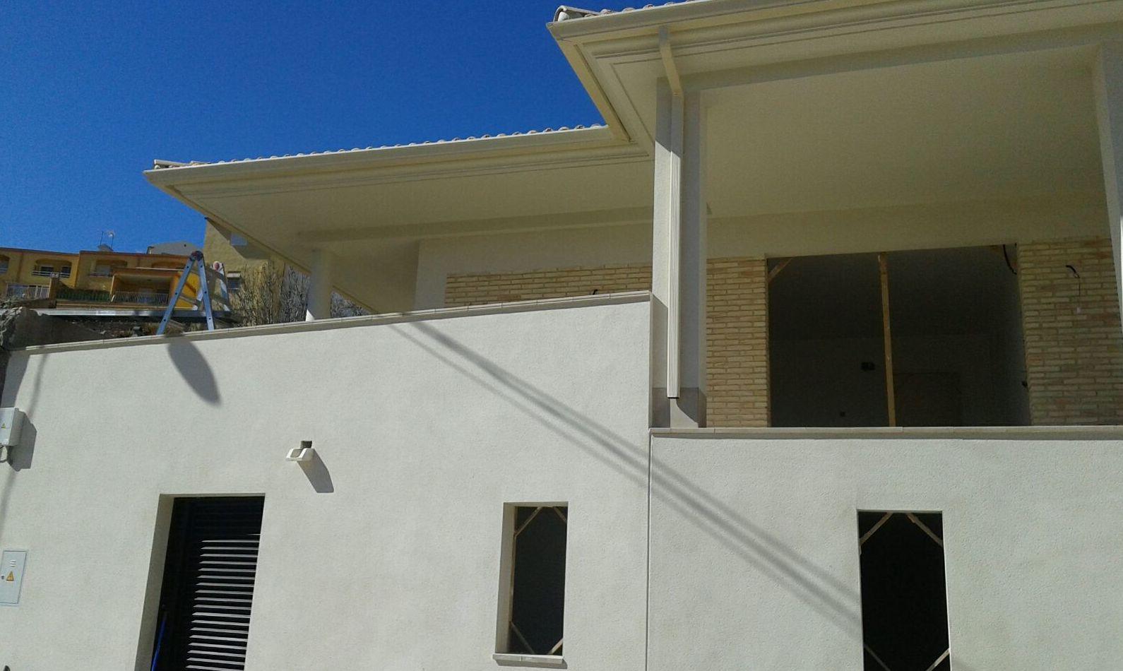 Canalones en fachadas