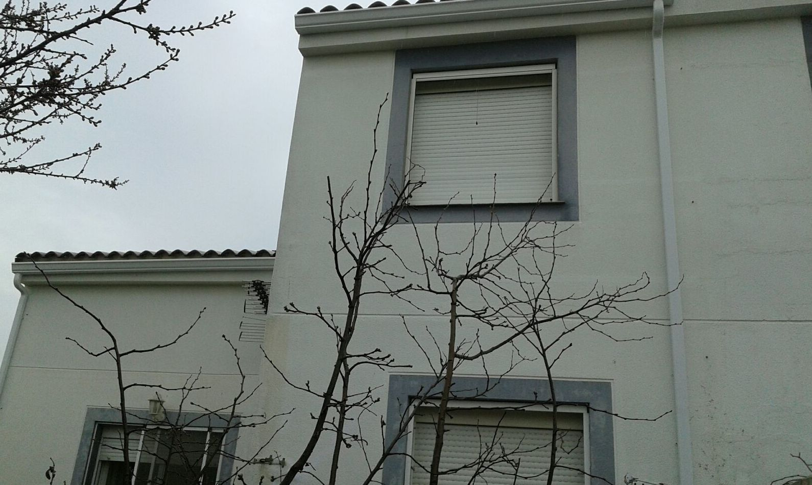 Bajante de agua en fachada