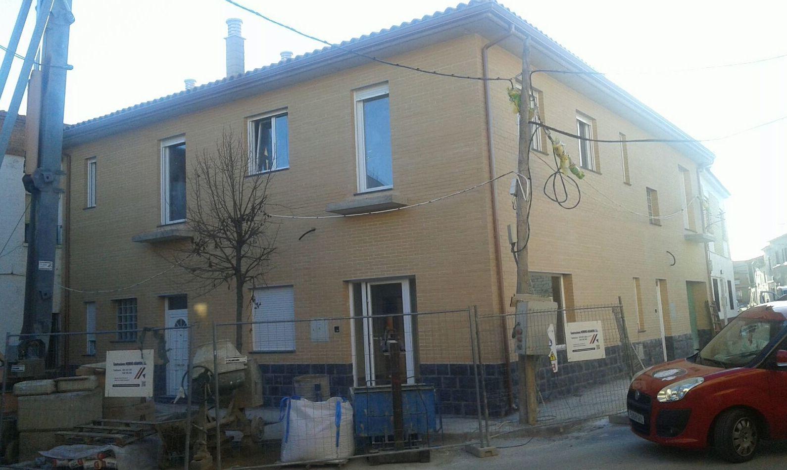 Instalación de bajantes en fachadas