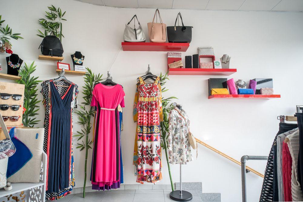 Vestidos y bolsos en Las Palmas