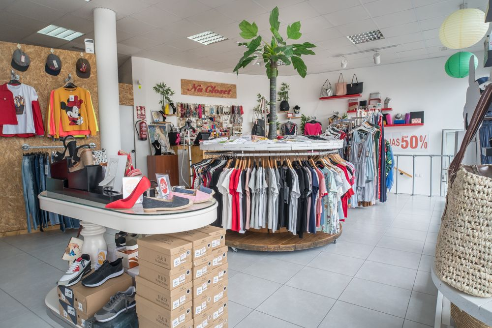 Vista general de una tienda de ropa en Piletas