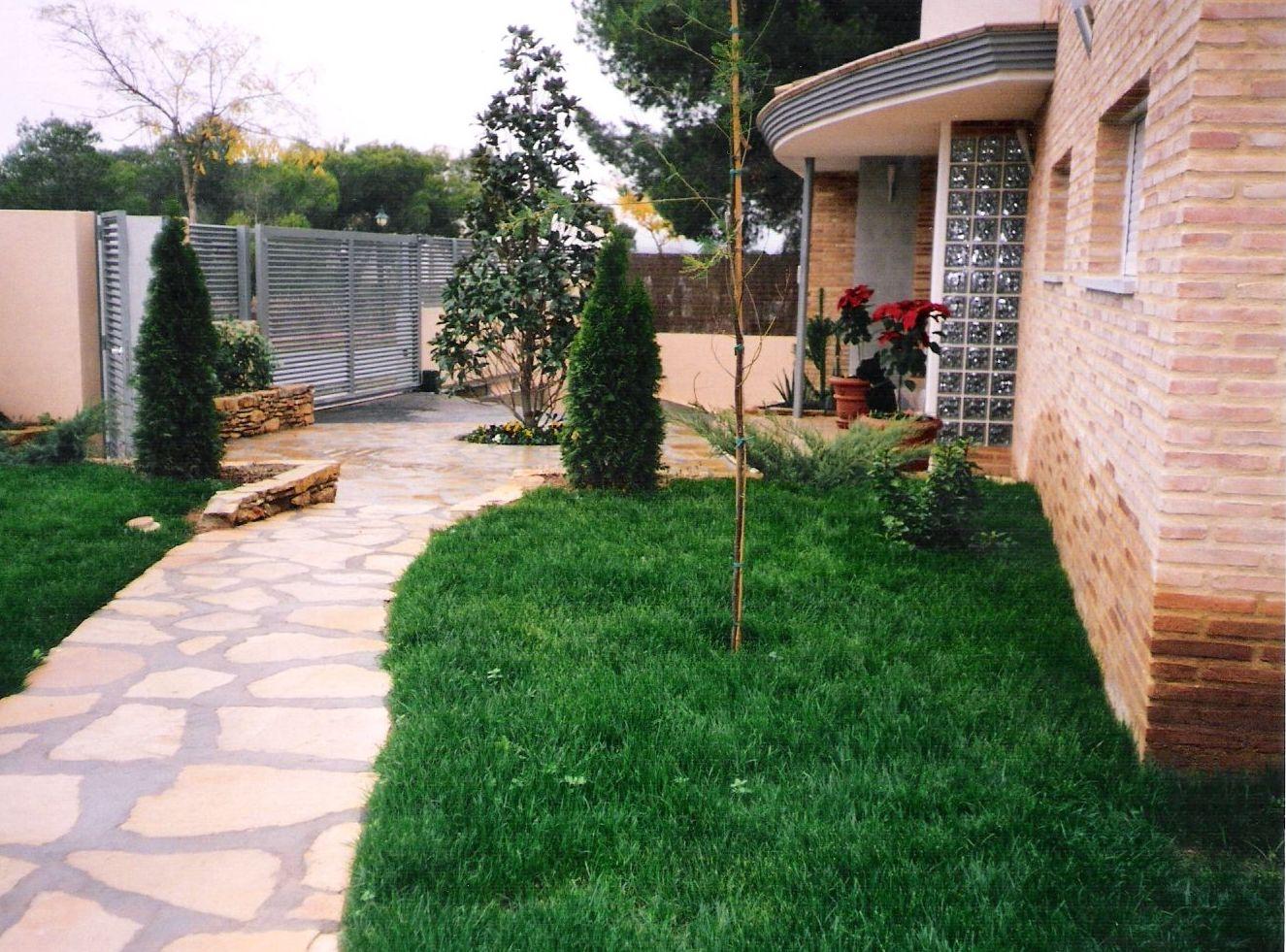 Mantenimiento de jardines de chalets en Valencia