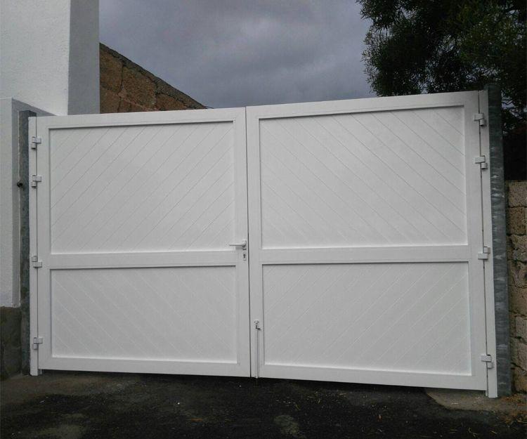 Puerta de acceso de aluminio blanco
