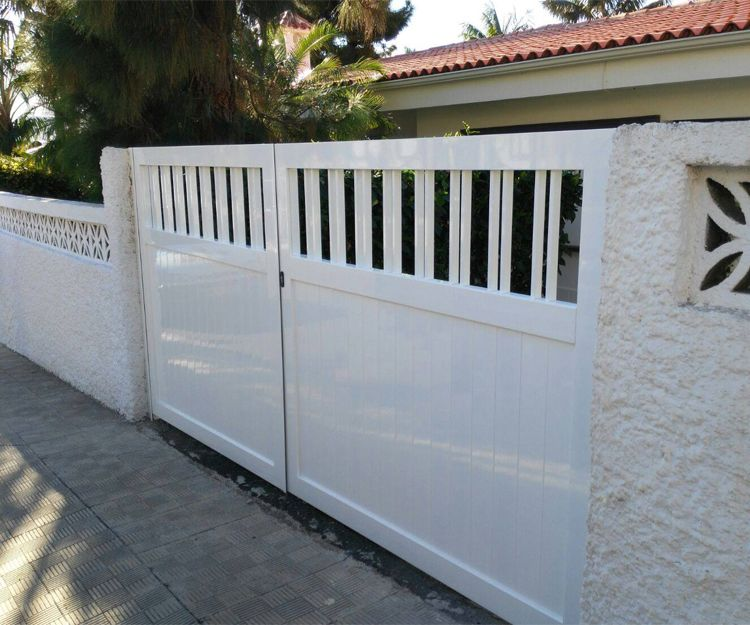 Puerta de acceso de aluminio blanco para acceso a viviendas