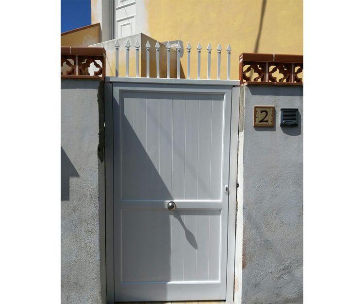 Puerta para acceso a vivienda