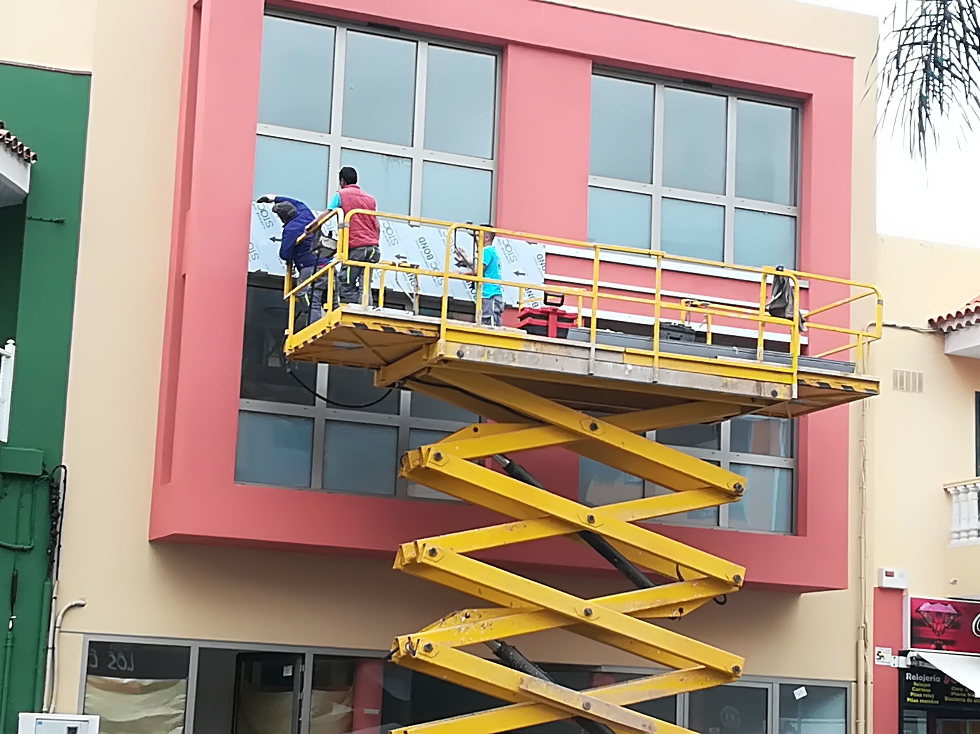 Foto 2 de Carpintería de aluminio, metálica y PVC en Santa Cruz de Tenerife | Tomás León Fernández