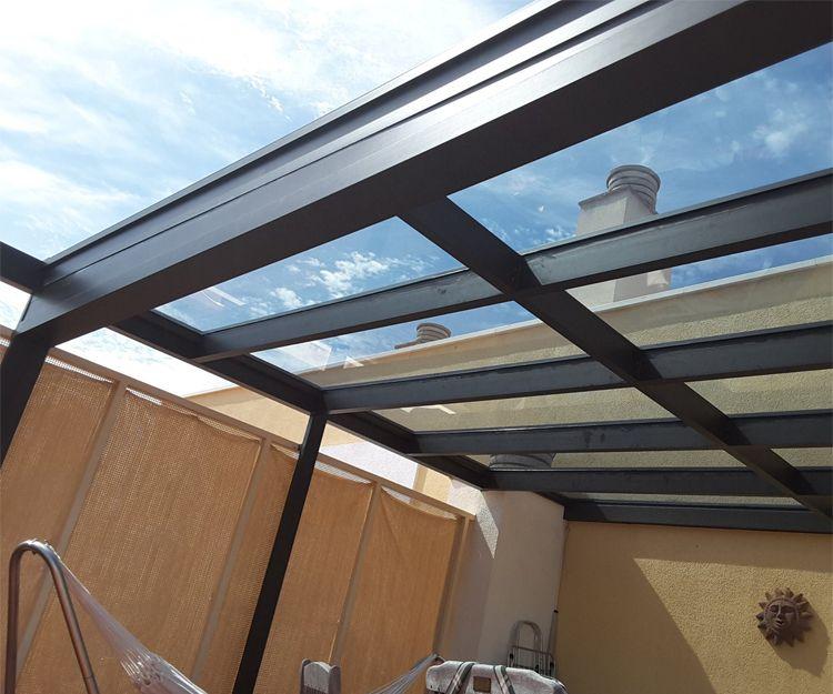 Estructura de aluminio y techo de cristal