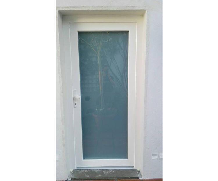Puerta de entrada de aluminio y cristal
