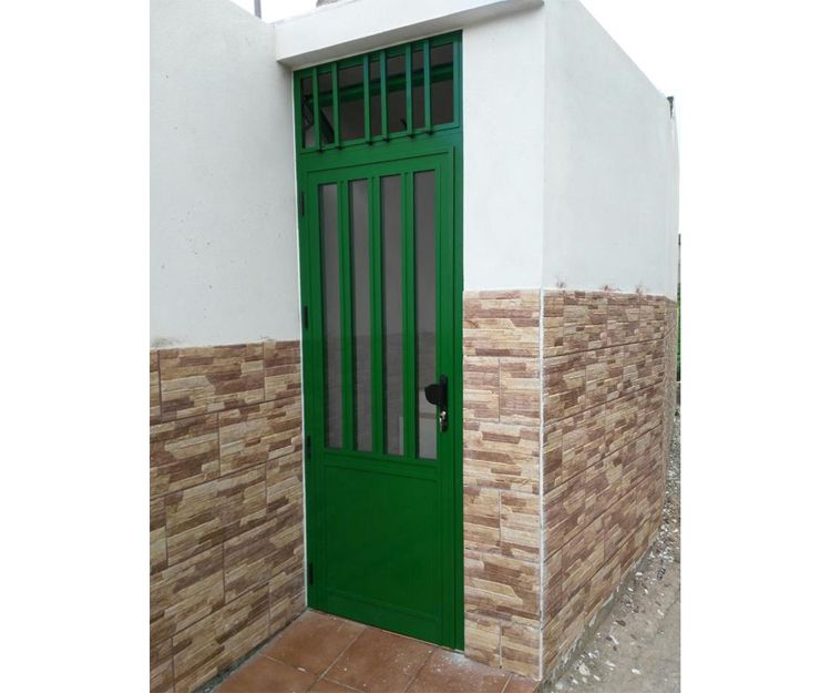 Puerta de aluminio de color verde