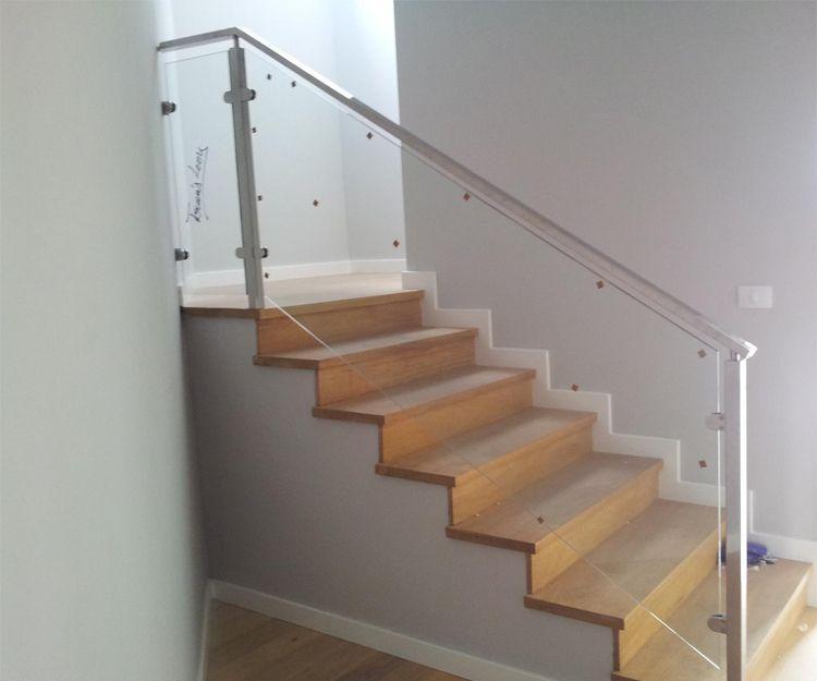 Barandilla de cristal y aluminio para escalera interior