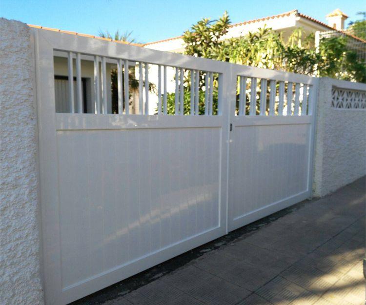 Fabricación de puertas de acceso de aluminio blanco