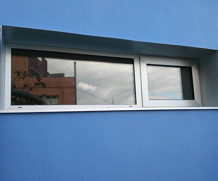 Amplio ventanal de aluminio en vivienda