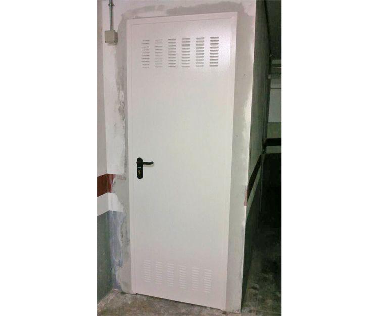 Puerta de aluminio blanco para vivienda