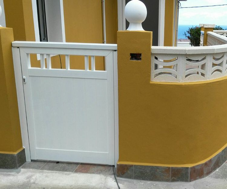 Puerta de acceso de aluminio