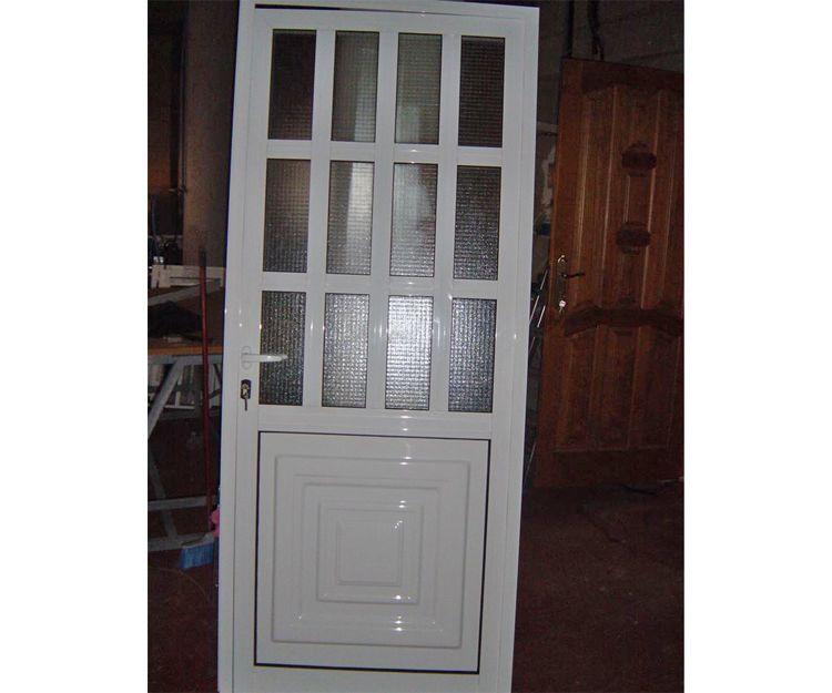 Puerta de aluminio color blanco