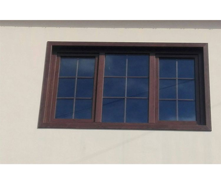 Ventana de PVC color nogal
