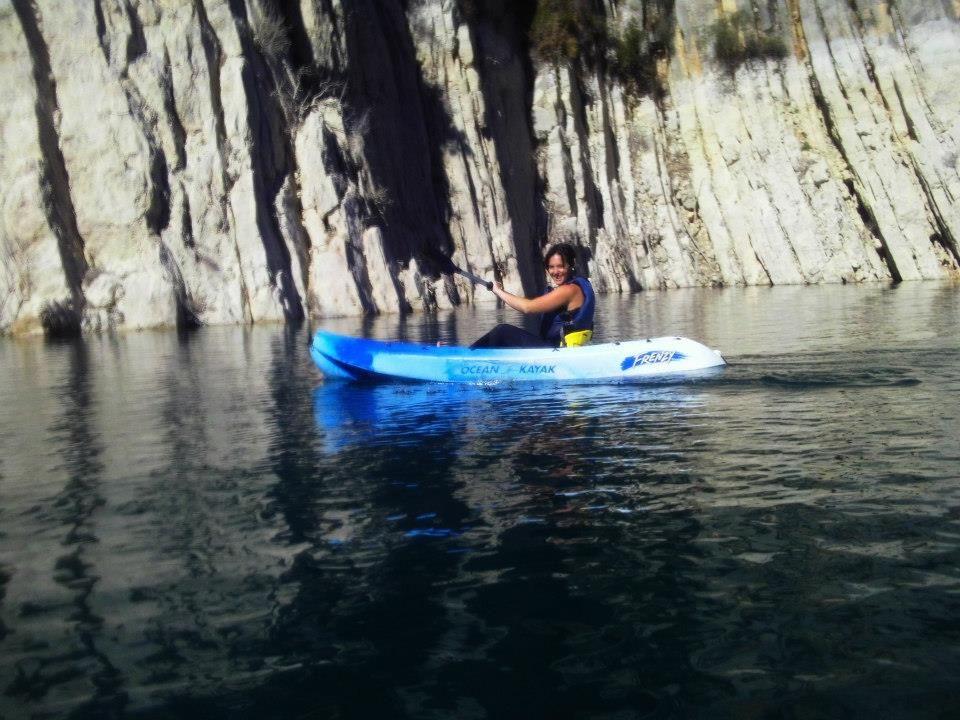 Travesía en kayak en el embalse: Servicios de ESCAPE AVENTURA