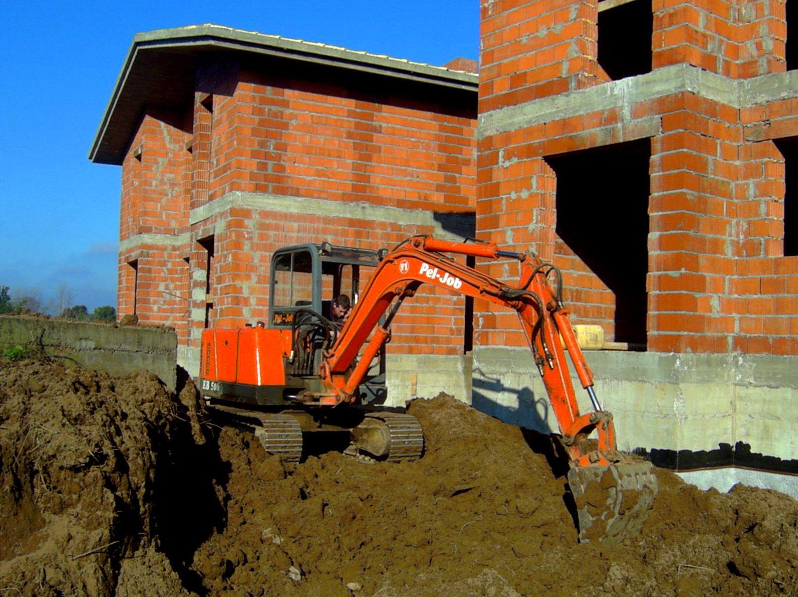Foto 2 de Excavaciones en Castro Urdiales | Excavaciones Brazomar
