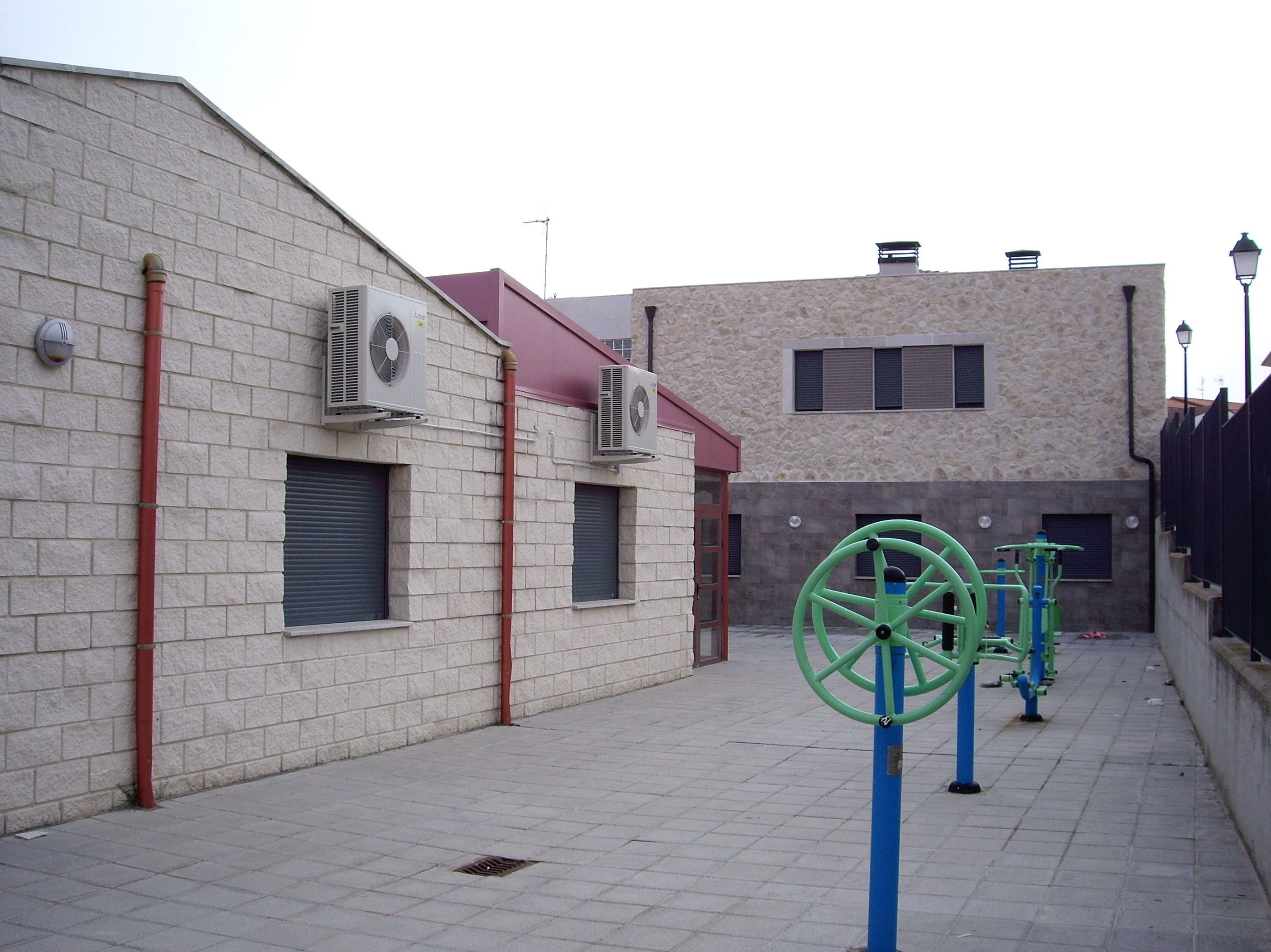 Zona de aparatos para ejercicios físicos