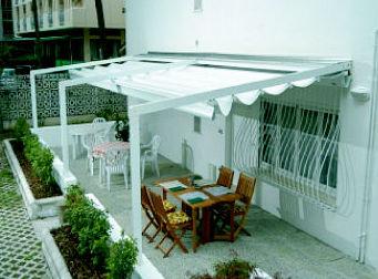 Instalación de toldos con techo móvil en Alicante
