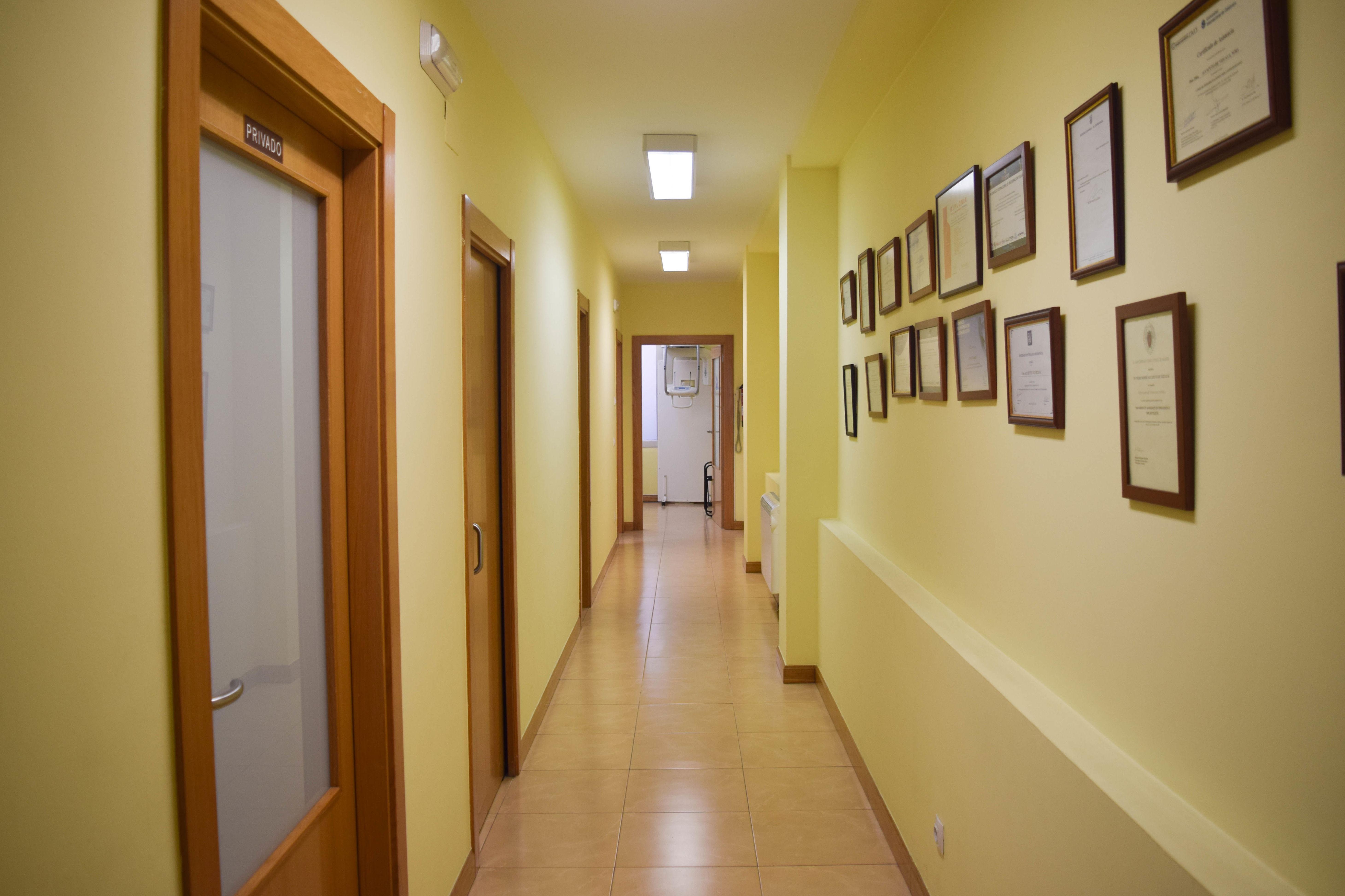 Entrada a los gabinetes