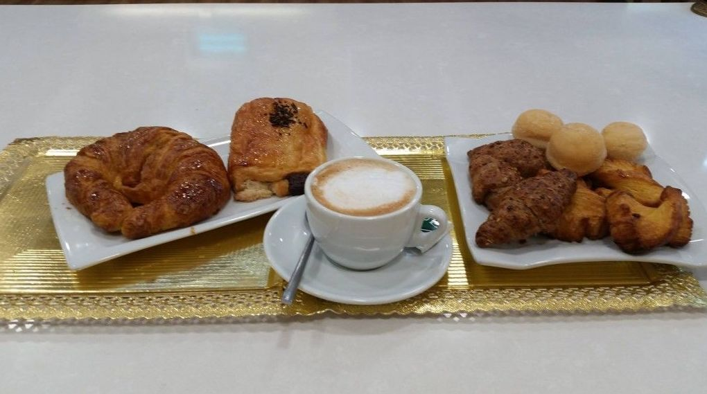 Desayuno con pasteles