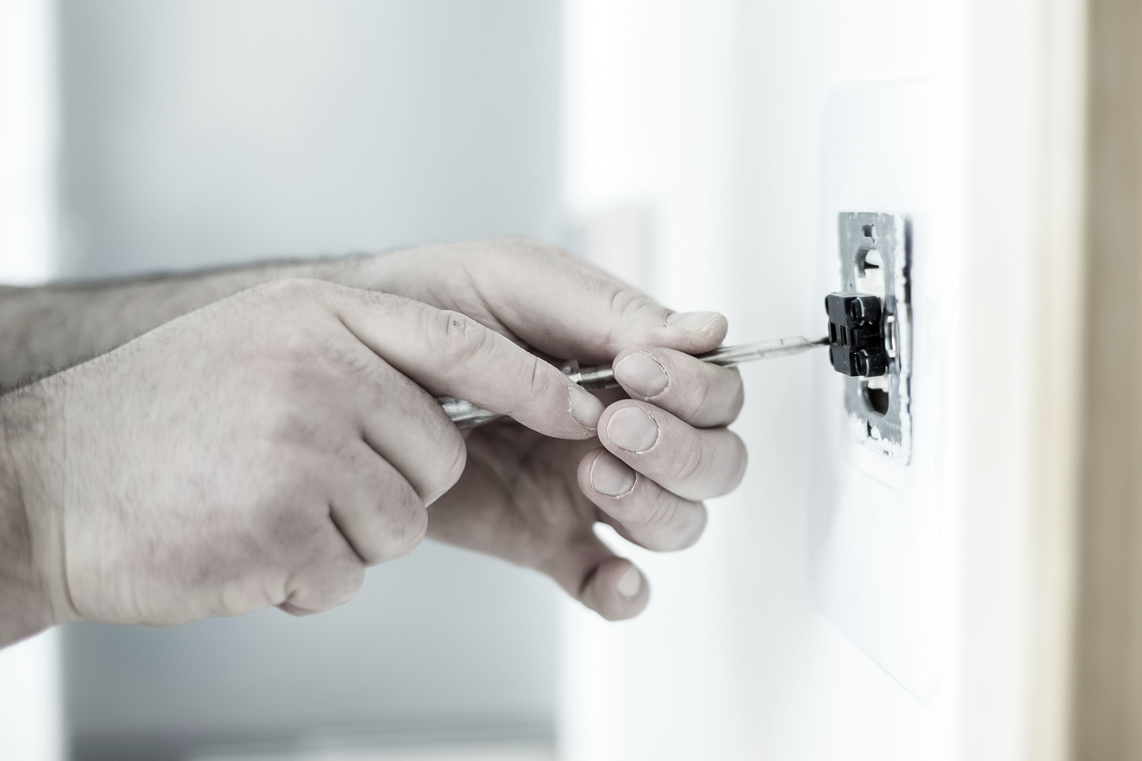 Averías 24 horas: Servicios de Electricista Ona
