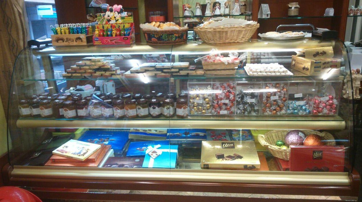 Yemas de Segovia y todo tipo de dulces