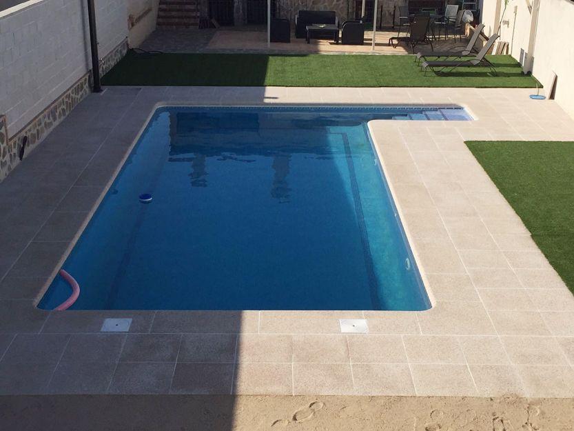 Baldosas antideslizantes para piscinas en Madrid