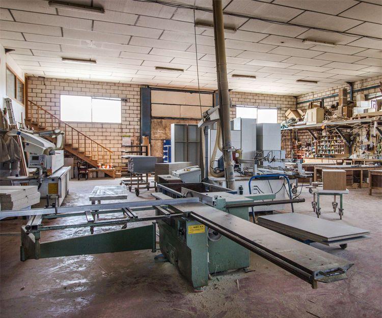 Interior de nuestra carpintería en Cáceres