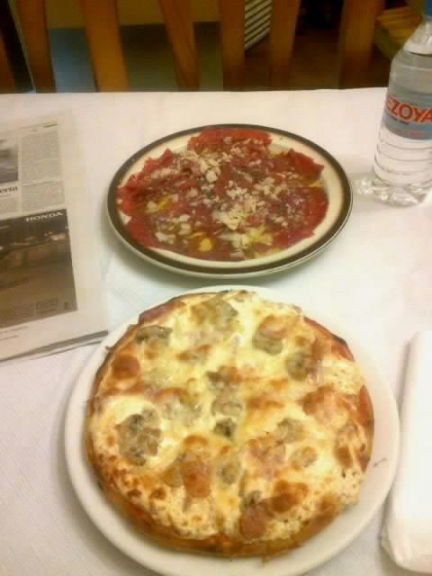 Pizzas: Platos de Pizzeria Crêperie La Boloñesa