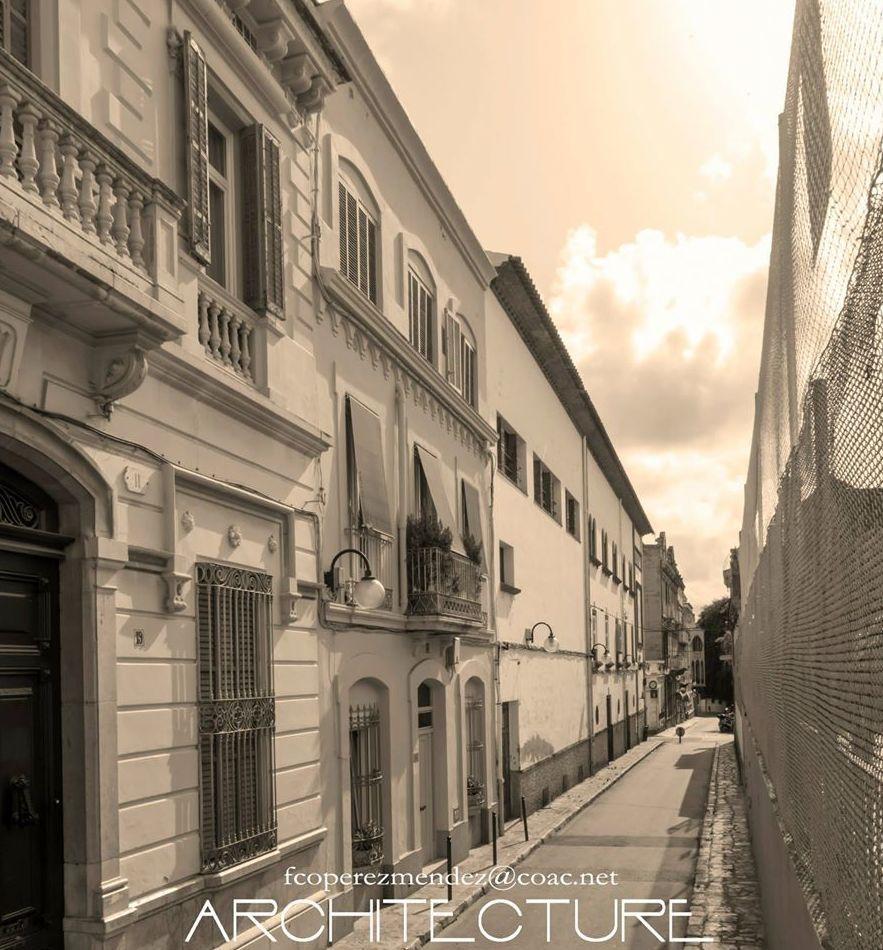 Fachada Calle de Sant Isidre 21, sede del estudio FPMARQUITECTURA    Sitges  Barcelona