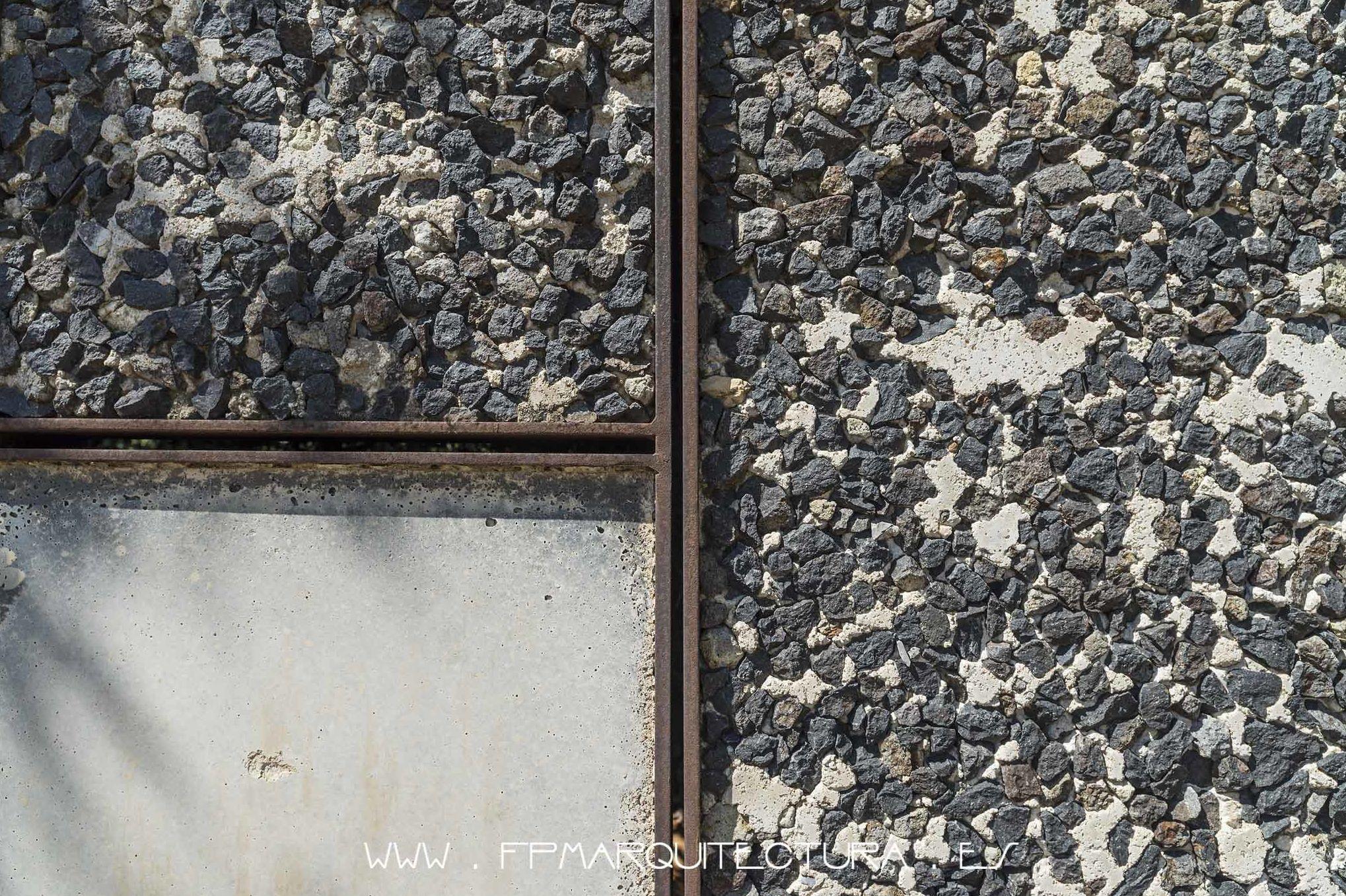 Textura. Hormigón. Acero Corten y Piedra Volcánica. Olot.  Fpmarquitectura