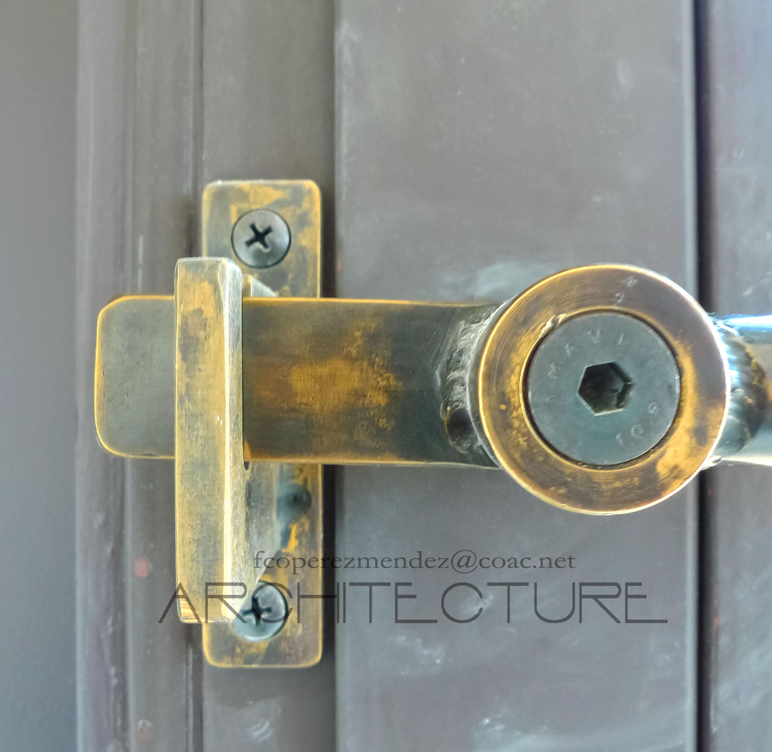 Cierre de ventanas en metal. Tom Kunding.  Sitges Barcelona FPMArquitectura